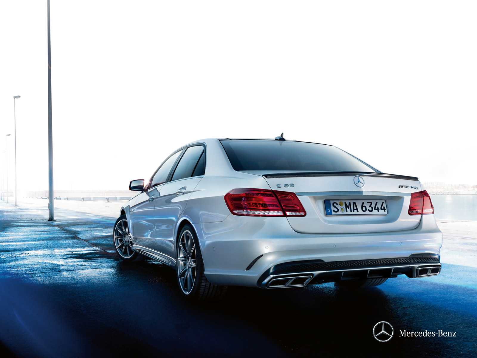mercedes-benz-e-class-saloon-w212_wallpaper_07_1600x1200_03-2013